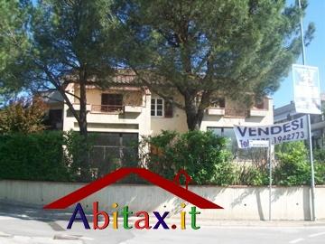 Ufficio / Studio in affitto a Cavriglia, 10 locali, prezzo € 1.950 | CambioCasa.it